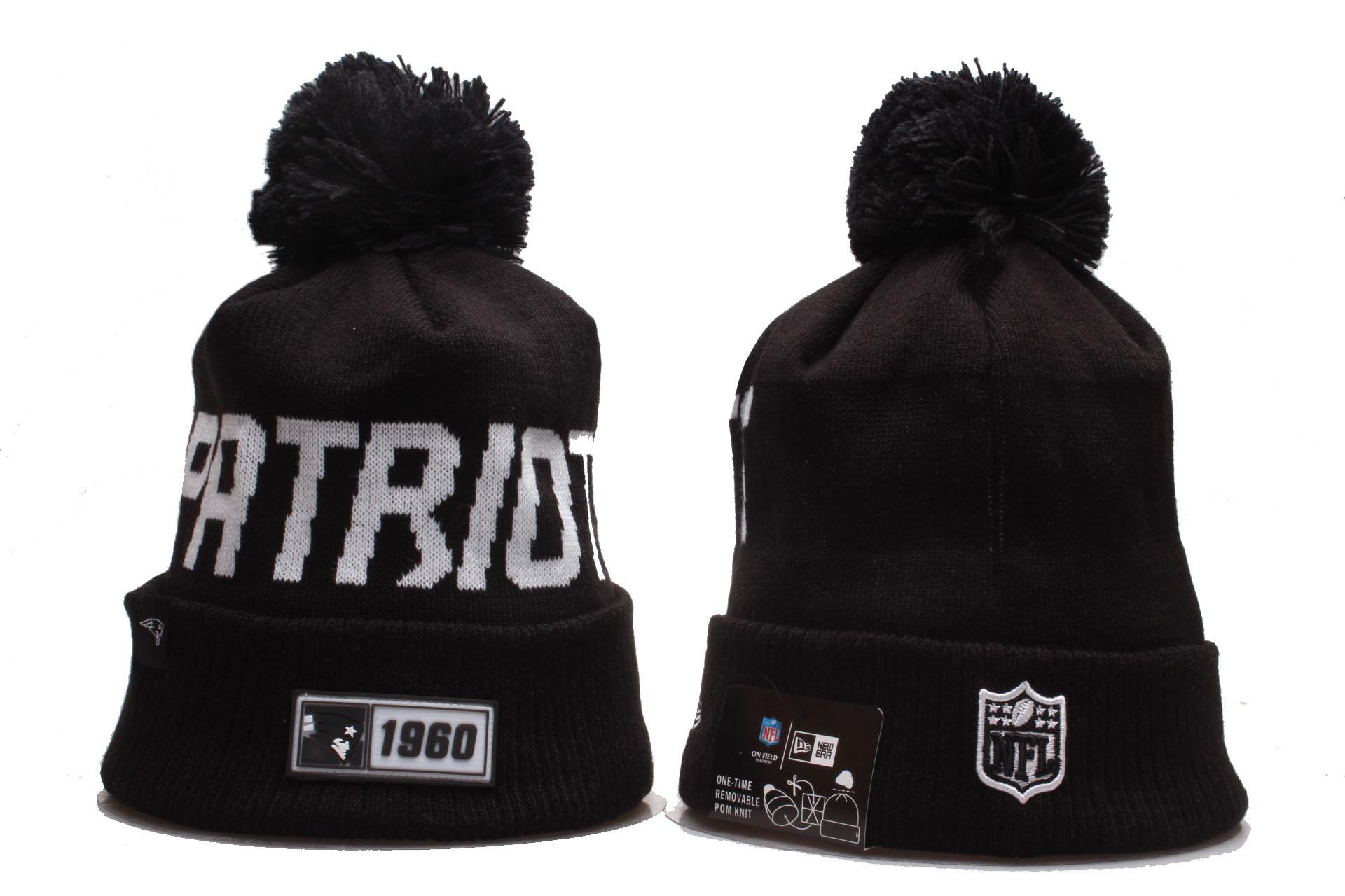 Patriots Team Logo Black Cuffed Pom Knit Hat YP